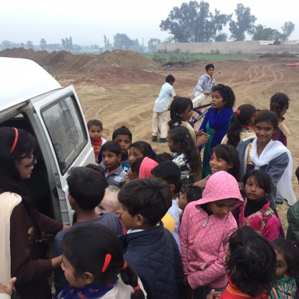 unser-Bus-hilft-beim-Transport